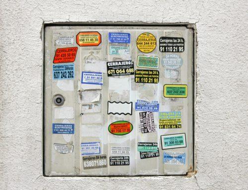 Arte urbano en la universidad: documentando las pegatinas de los cerrajeros de Madrid