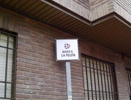 Arte urbano en la universidad: prohibido jugar a la pelota
