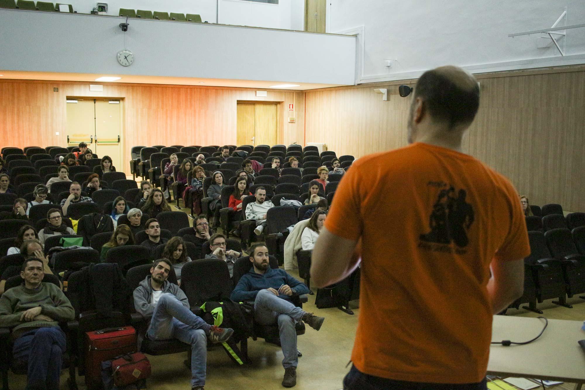 Escuela Urbanario Javier Abarca teaching