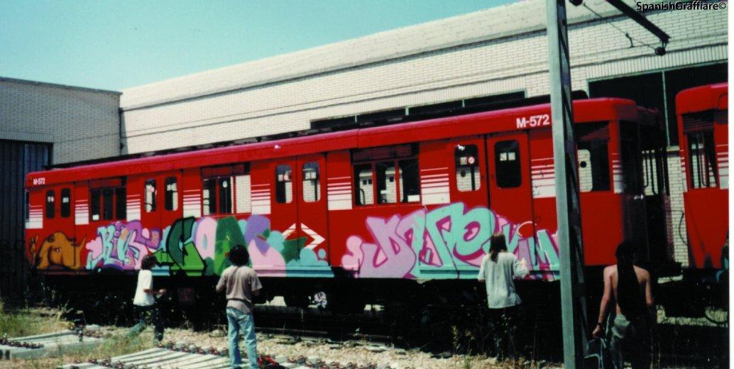 Coas (Javier Abarca) y Due (Nug VIM) en el metro de madrid, 1990