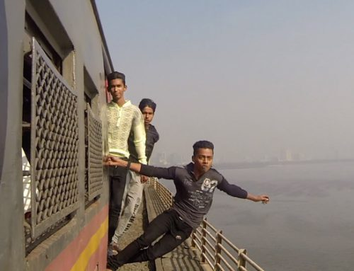 Video: Train surfing en Bombay