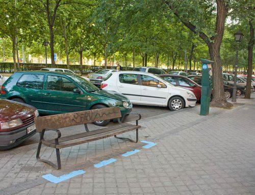 Arte urbano en la universidad: parquímetros para bancos